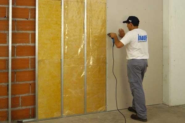 Альтернативы шум изоляции стены из дерева в квартире или профессиональные системы.